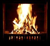 在壁炉的灼烧的火 免版税库存图片