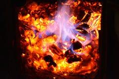 在壁炉的详细的火焰 免版税库存照片