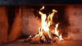 在壁炉的钻木取火 影视素材