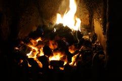 在壁炉边的火 免版税图库摄影