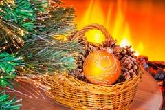 在壁炉附近的新年构成 免版税库存图片