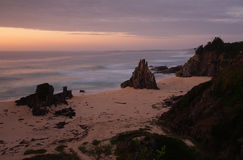 在壮观的Eurobodalla海岸的黎明天空 免版税库存图片