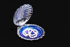 在壳的珍珠。 库存图片