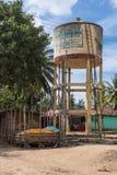 在处理农场的玉米的水塔在Belathur,卡纳塔克邦印度 免版税库存照片