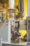 在处理平台的油和煤气的离心液体调动泵浦 库存照片