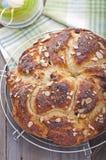 在复活节甜点上添面包 图库摄影