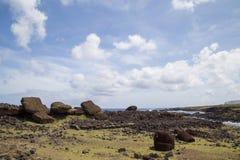 在复活节岛的倒塌的Moais Akahanga 库存图片