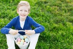 在复活节时间的孩子 库存图片