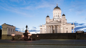 在夏夜期间,赫尔辛基路德教会的大教堂  免版税库存照片