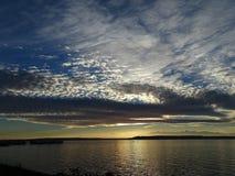 在夏天天空的飞行云彩 图库摄影