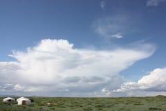 在夏天太阳的蒙古语热尔省 免版税库存图片
