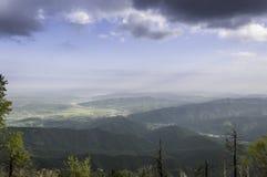 在夏天山的美好的风景 库存照片