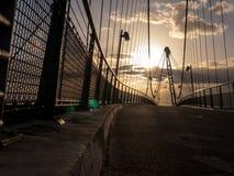在夏天日落的桥梁 免版税库存照片