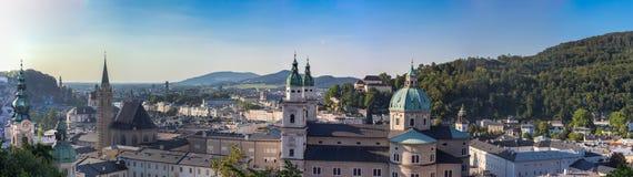 在夏天期间,萨尔茨堡市谷在奥地利 免版税库存照片