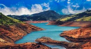 在夏天期间, Avalanche湖在乌塔卡蒙德 图库摄影