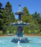 在夏天期间,喷泉在克赖斯特切奇植物园里 免版税库存图片