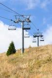在夏天期间,山空中览绳 免版税库存图片