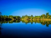 在夏天期间,湖在Juslibol 库存照片