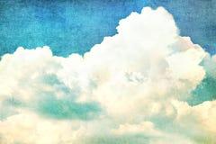 在夏天蓝天-葡萄酒的云彩 库存照片
