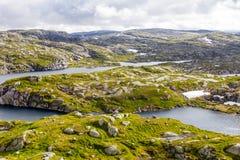 在夏天路的美丽的景色 Forsand,罗加兰,挪威 免版税库存照片