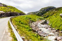 在夏天路的美丽的景色 Forsand,罗加兰,挪威 免版税图库摄影