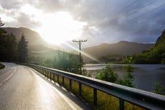 在夏天路的美丽的景色 Forsand,罗加兰,挪威 免版税库存图片