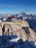 在夏天- Lagazuoi顶层,白云岩,意大利的山 库存图片