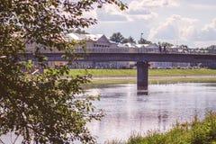 在夏天vologda,俄罗斯的老镇桥梁 免版税库存图片