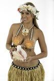 在夏威夷服装打扮的俏丽的妇女 免版税库存图片