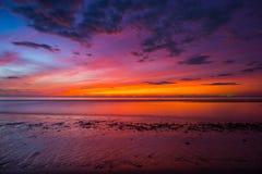 在夏威夷海滩的日落 免版税库存照片