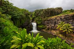 在夏威夷的瀑布 图库摄影