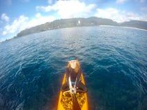 在夏威夷站立冲浪者selfie 免版税库存照片