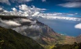 在夏威夷,考艾岛海岛的美丽的Na梵语海岸 库存图片