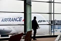 在夏尔・戴高乐国际性组织Airp的法航A380飞机 免版税库存照片