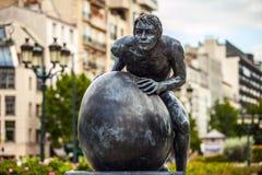 在夏尔・戴高乐大道的雕象,在拉德芳斯附近,巴黎市区一个主要商业区在1883年建造的 免版税库存照片