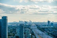在夏时的城市视图 库存图片
