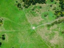 在夏时的空中森林视图与好天气 库存照片