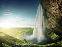 在夏时的Seljalandfoss瀑布 免版税库存图片