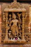 在外壁上的被雕刻的神象, Hatkeshwar Mahadev, 17世纪寺庙, Nagar婆罗门家庭神  瓦德纳加尔,古杰雷特 免版税图库摄影