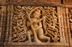 在外壁上的被雕刻的神象, Hatkeshwar Mahadev, 17世纪寺庙, Nagar婆罗门家庭神  瓦德纳加尔,古杰雷特 免版税库存图片
