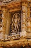 在外壁上的被雕刻的神象, Hatkeshwar Mahadev, 17世纪寺庙, Nagar婆罗门家庭神  瓦德纳加尔 免版税图库摄影