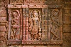 在外壁上的被雕刻的神象, Hatkeshwar Mahadev, 17世纪寺庙, Nagar婆罗门家庭神  瓦德纳加尔 库存照片