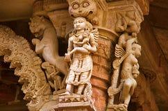在外壁上的被雕刻的神象, Hatkeshwar Mahadev, 17世纪寺庙, Nagar婆罗门家庭神  瓦德纳加尔 免版税库存照片