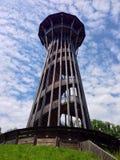 在多云下的一个木螺旋形楼梯塔 库存照片