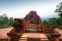 在多云天气越南的MySon寺庙 库存照片