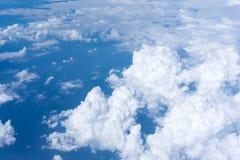 在多云天空上 免版税库存图片