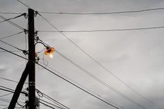 在多云天空的一个老黄色灯笼 免版税图库摄影