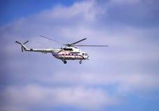 在多云天空的俄国总统` s直升机 免版税库存图片