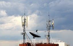 在多云天空的卫星盘 免版税库存照片