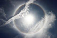 在多云天空的太阳光晕 库存图片